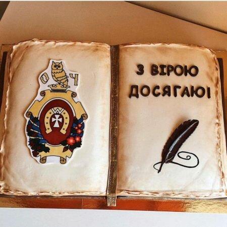 На фото корпоративный торт в виде книги, производителя кондитерских изделий на заказ Шарлотка.